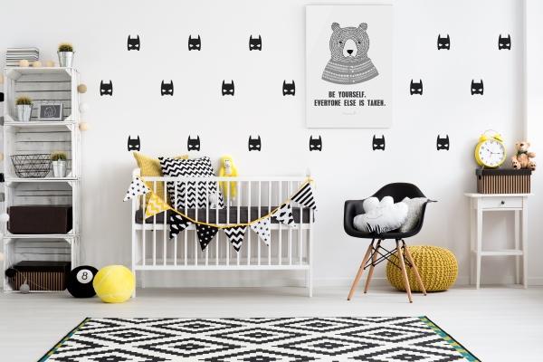 ≥ babykamer ledikant commode en regaal stickers op de kast